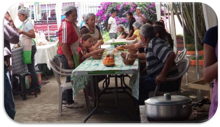 Impulso de comercialización de productos típicos y gastronómicos de la zona, con el propósito de  involucrar a las mujeres para que ellas se empoderen de una actitud emprendedora.