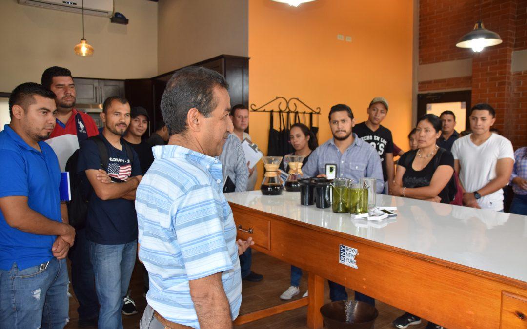 Los estudiantes de la Escuela de Catadores del IHCAFE visitan COMSA